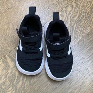 Vans babies UltraRange Rapidweld shoe, size 6